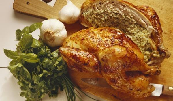 Пълнено пиле с гъби и зеленчуци
