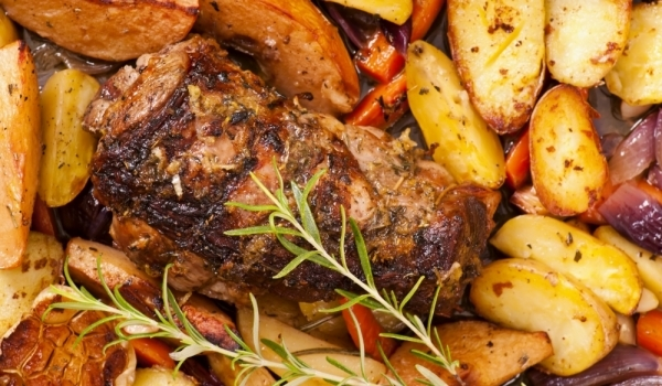 Агнешко с картофи и чушки