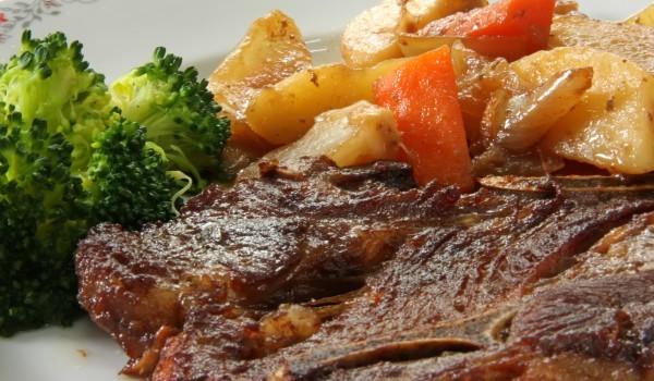 Агнешко със зеленчуци и картофи