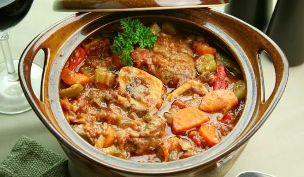 Гювеч от ярешко със зеленчуци