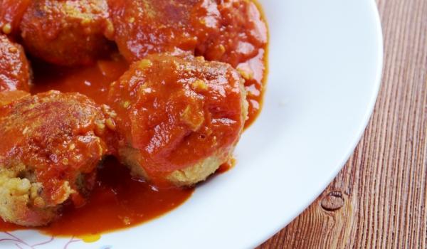 Рибени кюфтенца в доматен сос