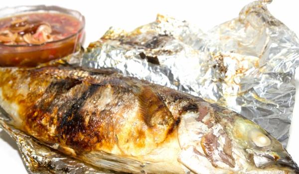 Риба, печена в земя по руски