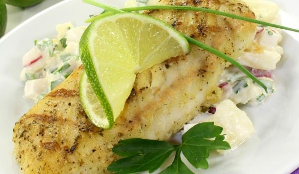 Бяла риба с крутони и пармезан на фурна