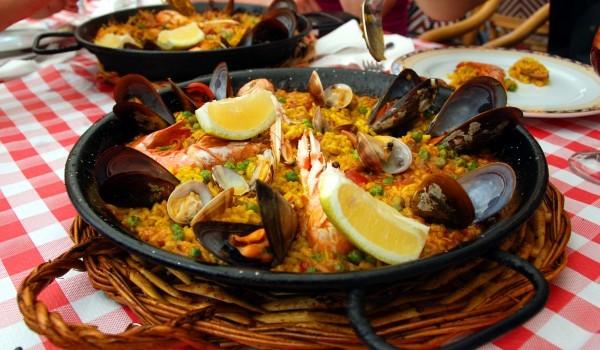Паеля с морски дарове и ориз ризон