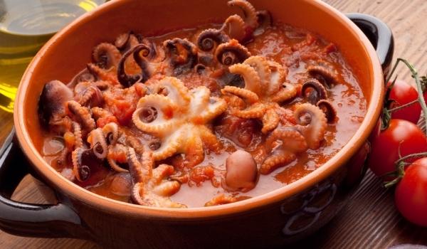 Октопод, запържен в червено вино