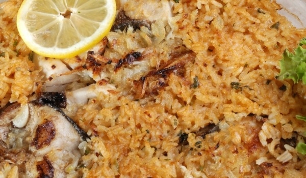Лаврак с ориз и вино на фурна