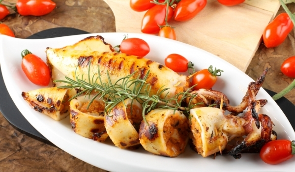 Калмари с домати, сирене и босилек