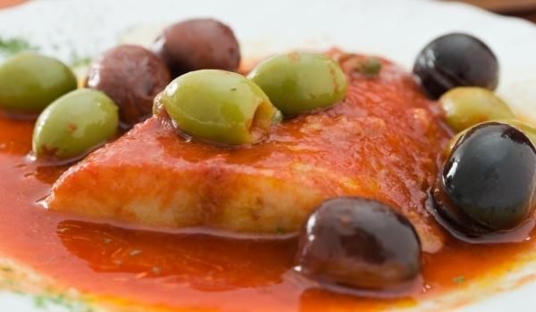 Риба треска с печен пипер и чесън