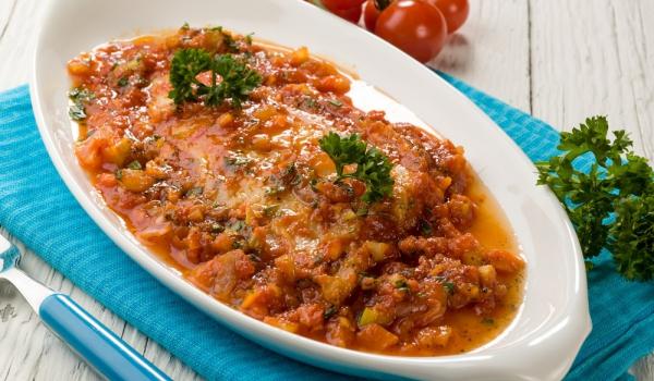 Пъстърва със сос от домати