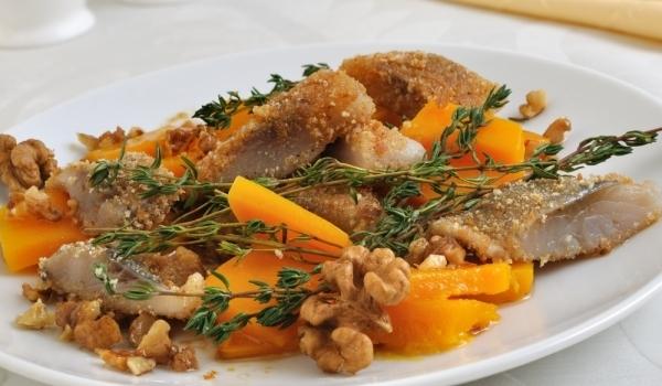 Филе от риба на скара с орехов сос