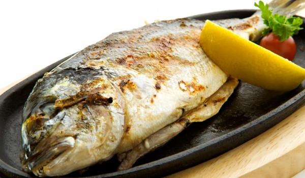 Риба печена на керемида