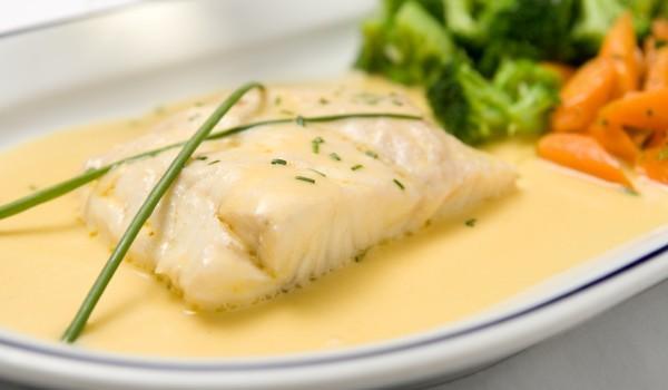Бяла риба с фин сос