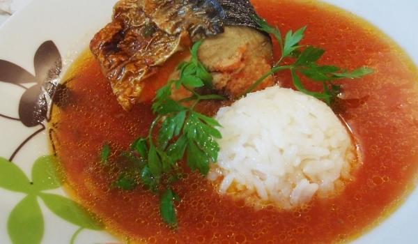 Печена скумрия с доматен сос