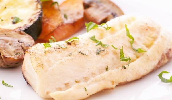 Ароматни рибни филета на фурна с кратофи