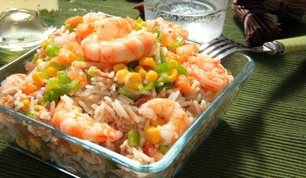 Салата с ориз и скариди