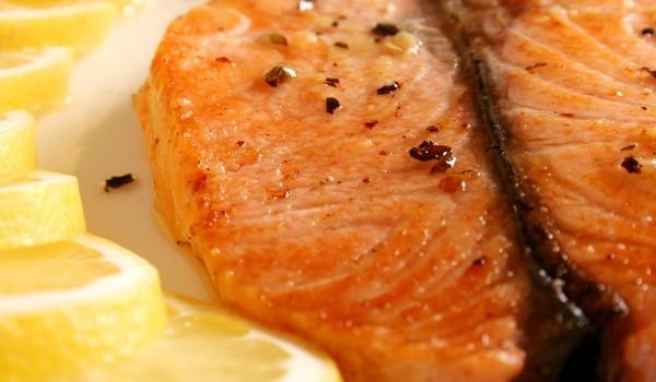 Апетитна риба в бяло вино
