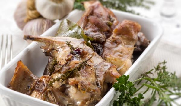 Печен заек с горчица и кориандър