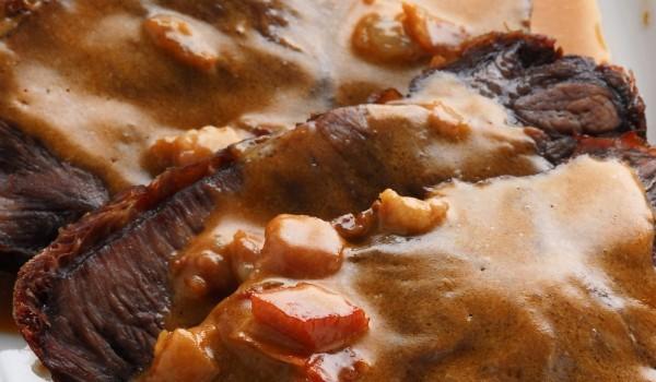 Еленски бут със сметанов сос