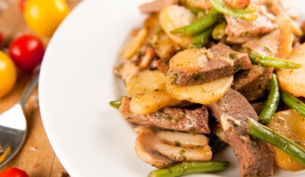 Език с картофи и зелен фасул