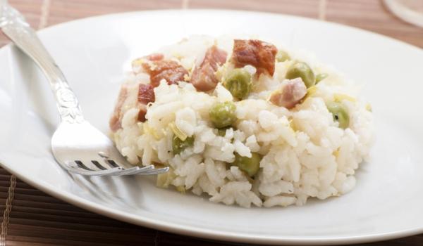 Ориз с бекон и грах