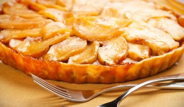 Руски пирог с овесени ядки и круши