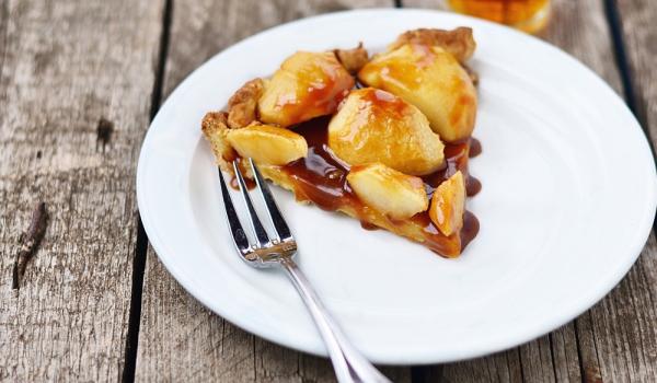 Ябълков сладкиш с карамелена заливка