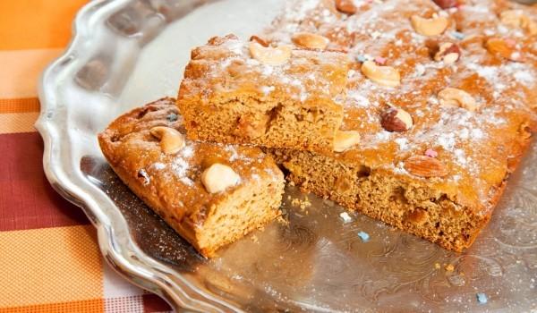 Маслен орехов сладкиш