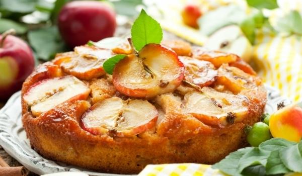 Кекс с ябълки и орехи пекан
