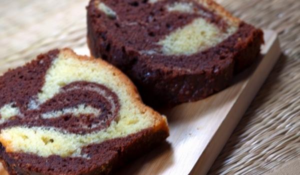 Двуцветен кейк