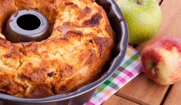 Пухкав ябълков кекс