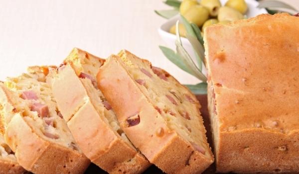 Солен кекс със сирене и колбас