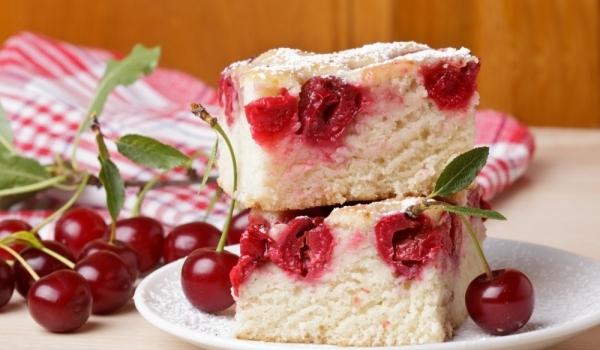 Сладкиш с вишни и ром
