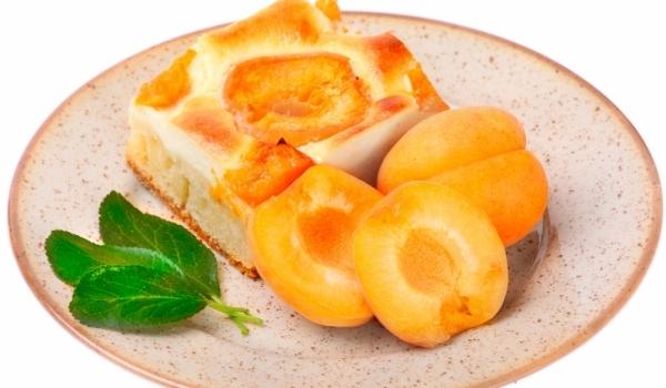 Пандишпанов сладкиш с плодове