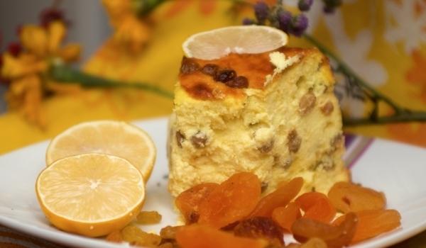 Кейк с извара и стафиди