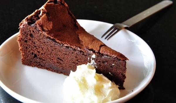 Сладкиш с ром и шоколад