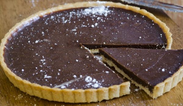 Шоколадово-бисквитен сладкиш