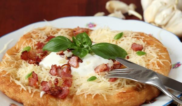 Лангош - унгарска пица