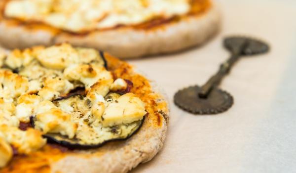 Мини пици със сирене
