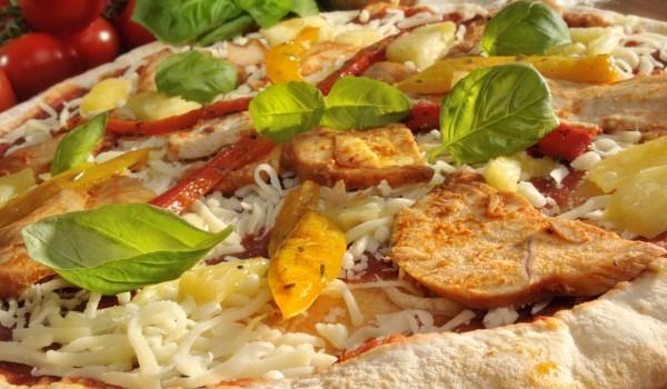 Пица с пресни картофи, розмарин и чесън