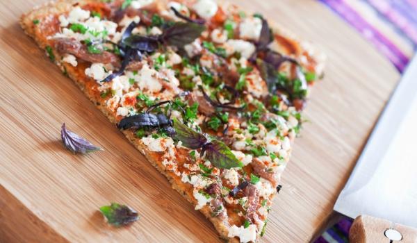 Пица с царевично брашно, домати и рикота