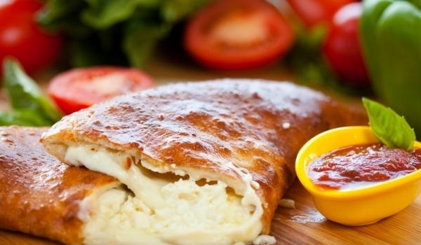 Пица калцоне със сирене