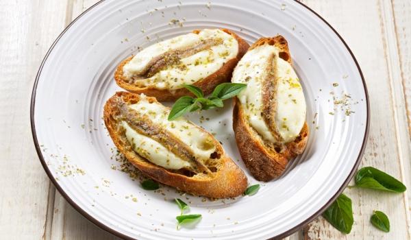 Сандвичи с аншоа и маслини