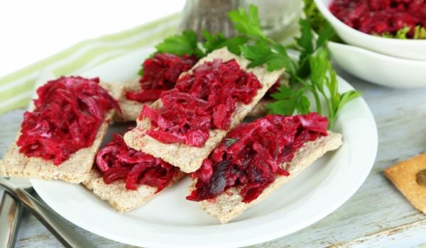 Сандвичи с червено цвекло