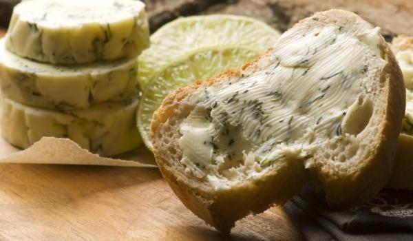 Студен сандвич с магданозово масло