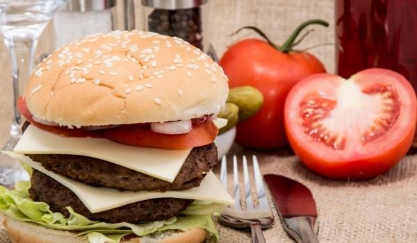 Двоен чийзбургер