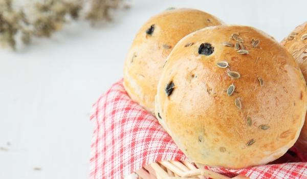 Чеснови хлебчета с маслини и пармезан