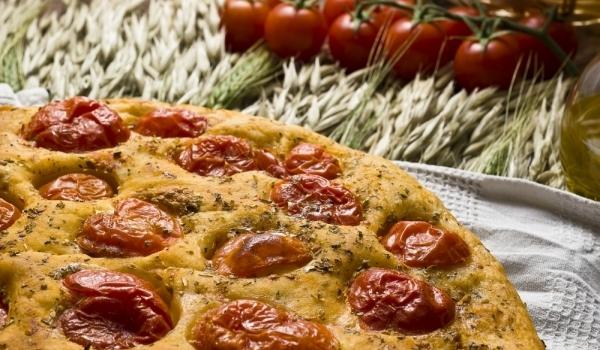 Фокача с мащерка и сушени домати