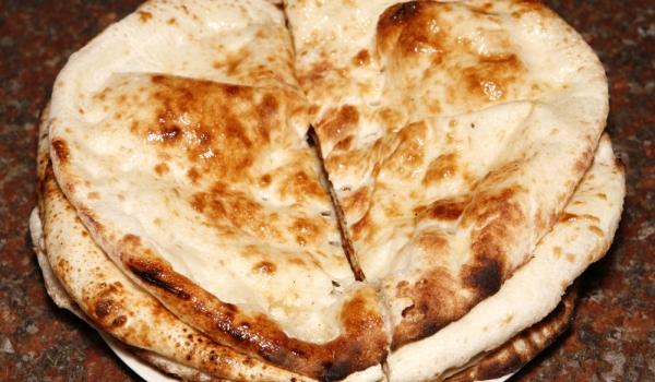 Индийски питки с два вида мляко