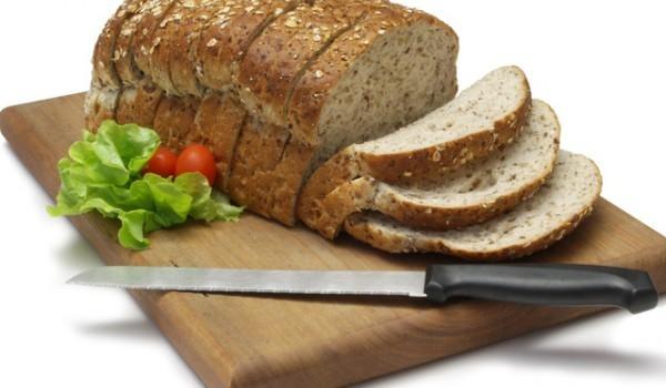 Бирен хляб с лук и сусам