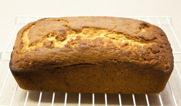 Сладък черен хляб с тиквички